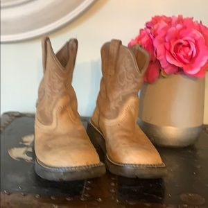 ARIAT Fat baby🥾 boots  size 8